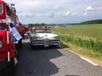 Dodge 1959 och brandbilar så långt man ser