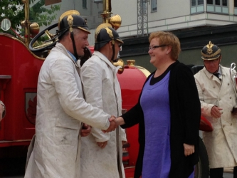 Yvonne Stålnacke delar ut Peoples Choice-priset